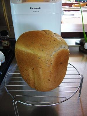 黒ゴマ米粉入りパン