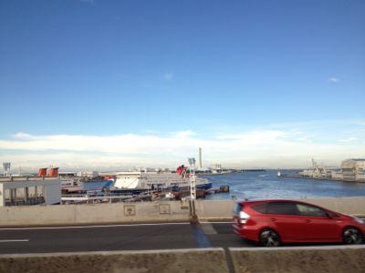 南港に停船する船