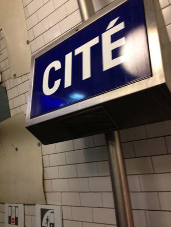 シテ駅到着