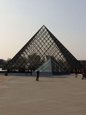 ルーブルの入り口、ピラミッド
