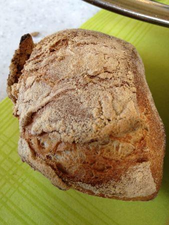 岩のようなパン