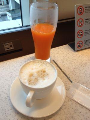 野菜ジュースとコーヒー