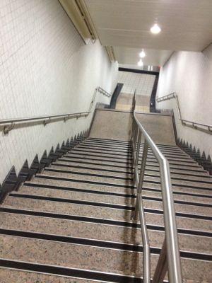 民権西路駅の階段