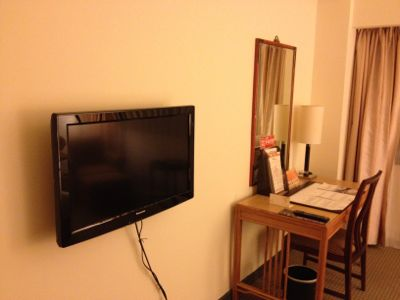 テレビと机です