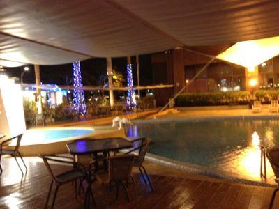 よく見るとプール付きホテル