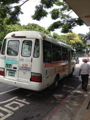 こんなバスでした。