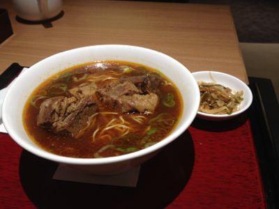 牛肉麺と小菜