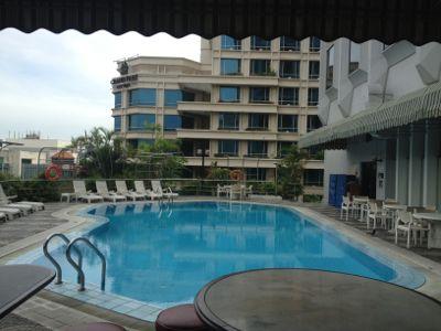 エクセルシオールホテルのプール