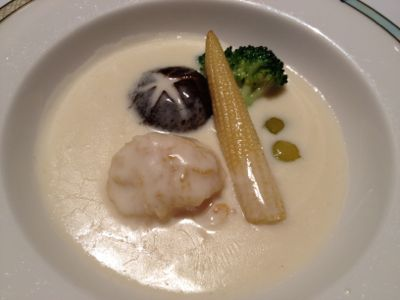 ホタテ貝と野菜のクリームソース
