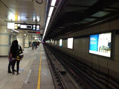 西門駅ホームで