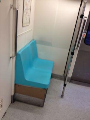 変な向きの椅子