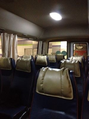 バスは小型バス