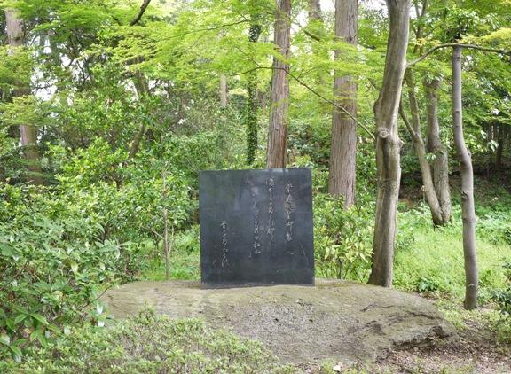 ひっそりとある石碑。ここにはもう崇徳上皇は居ないんだろうなぁ という雰囲気でした。