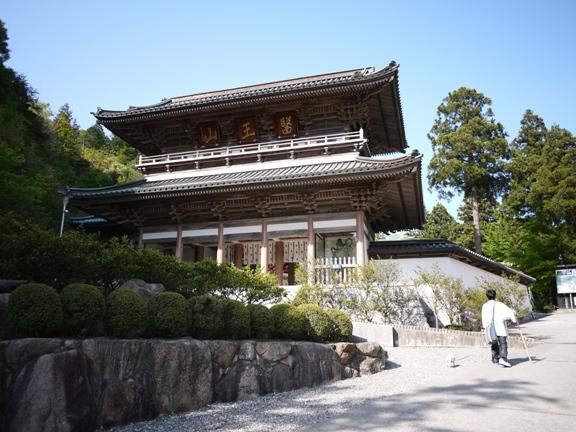 四国霊場最大級と言われる仁王門