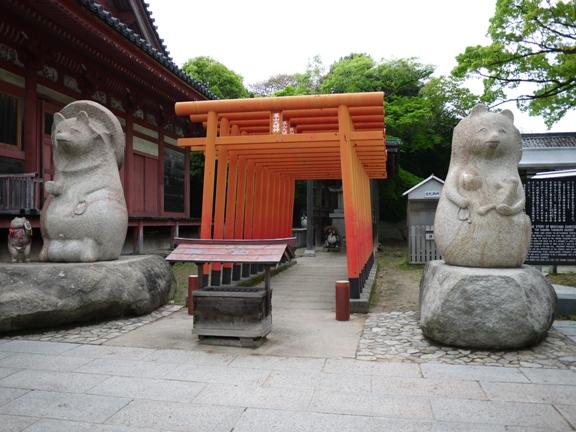 左が太三郎、右は奥さんと子供だそうで、家庭円満・子宝・縁結びにご利益がある
