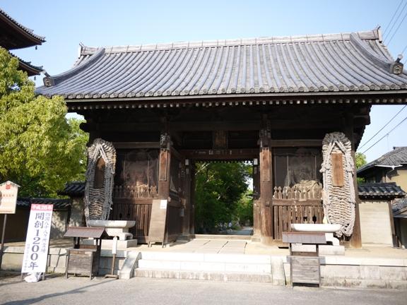 国の重要文化財に指定されている山門