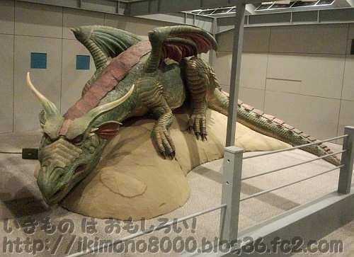 2012年夏の大阪にやってきたドラゴン(モンスター研究所)