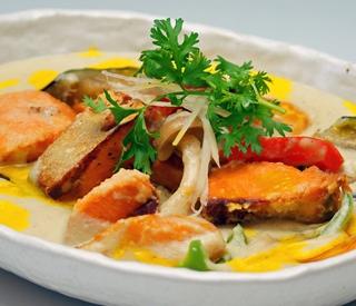 サーモンと野菜のホワイトカレー