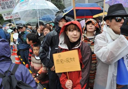 20121111(赤旗)首相官邸前で反原発