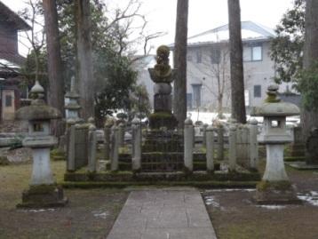 みぞれ降る朝倉義景墓