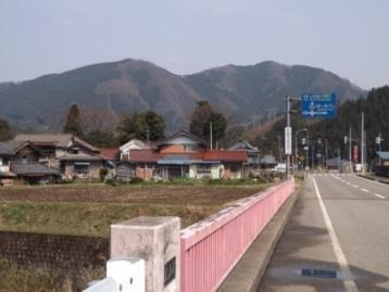 山竹田からイラカ嵩城跡方面を臨む