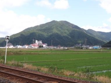 箱ヶ岳城(上中駅東から)
