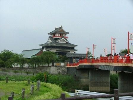 清州城正面入り口と五条川