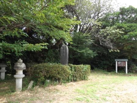 東条城本丸・石碑