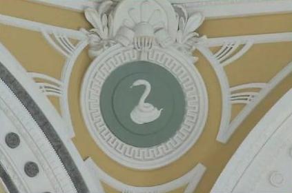 丸ビルに白蛇