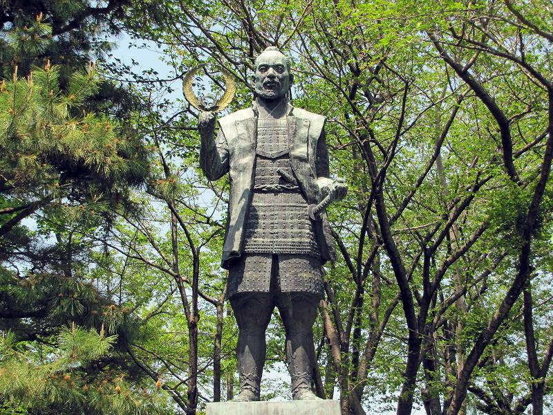 浜松城の家康像