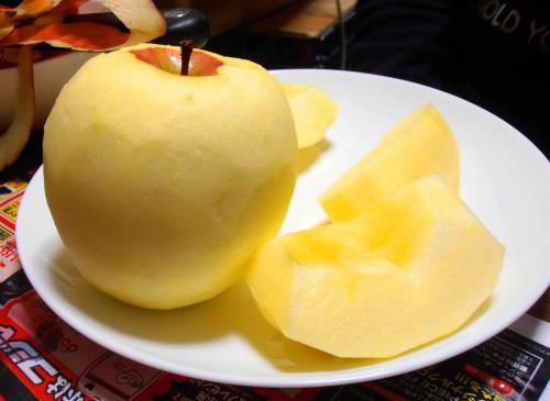 りんごピーラーで剥きました