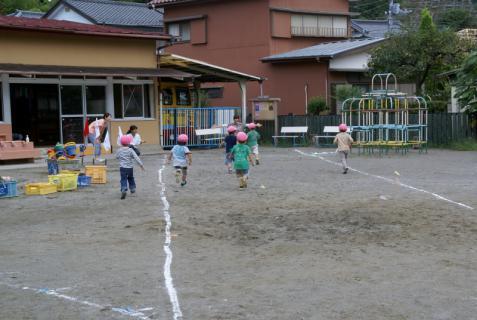2006-04-27 24年9月26日かけっこ、実習生集合 011 (800x536)