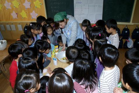 2006-05-30 24年度芋巾着、ハローウイン、作る、職員劇 011 (800x536)