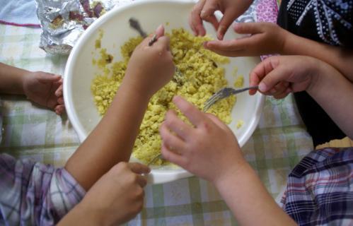 2006-05-30 24年度芋巾着、ハローウイン、作る、職員劇 047 (800x513)