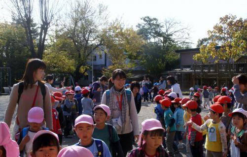 2006-06-09 24年度四街道さつき幼稚園来園 030 (800x510)