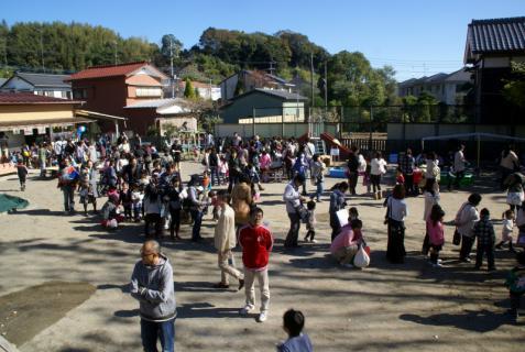 2006-06-11 24年度オータムフェスタ当日風景1眼カメラ 024 (800x536)