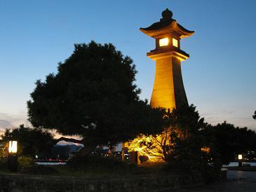 青柳楼の大灯篭 夕暮れ