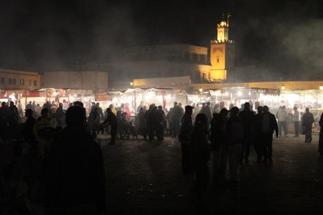 フナ広場の観光客