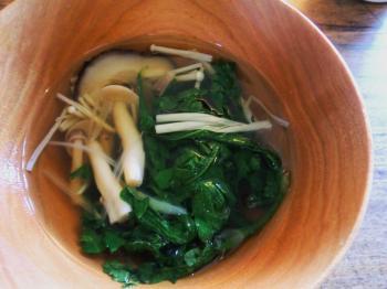 マドごはん春菊とキノコのスープ