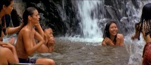魅惑の水浴びシーン