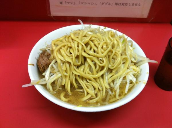 ラーメン二郎 小岩店 小ラーメン ニンニクアブラカラメ 麺
