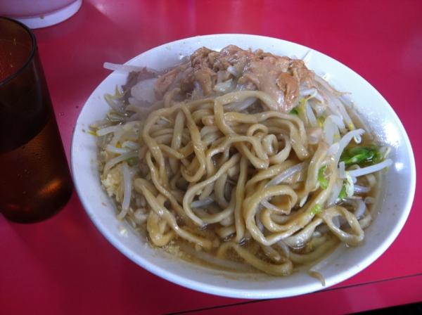 ラーメン二郎 大宮店 小ラーメン ニンニクアブラカラメ 麺