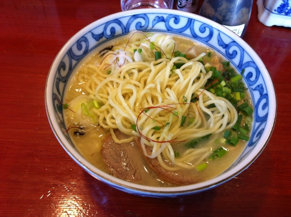 麺屋 十郎兵衛 比内地鶏白湯塩ラーメン 麺