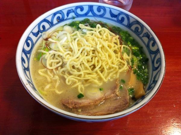 麺屋 十郎兵衛 比内地鶏白湯塩ラーメン(二杯目) 麺