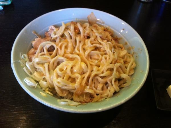 ラーメンマシンガン 釜玉そば+バター 麺