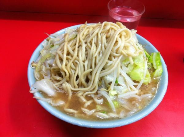 ラーメン二郎 三田本店 小ラーメン(ニンニクコール) 麺