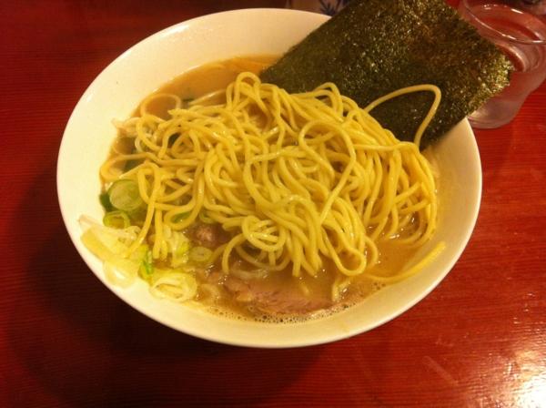 麺屋十郎兵衛 十郎家らーめん(大盛り) 麺