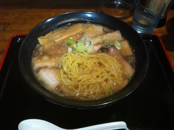 ちゃーしゅーらーめん福水 ちゃーしゅーめん(こってり 醤油味) 麺