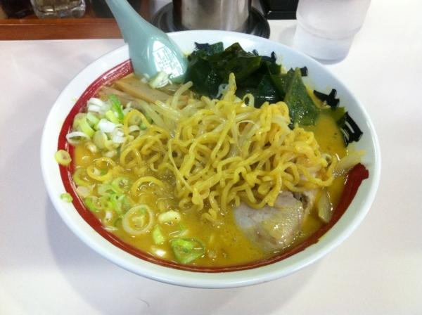 らーめん丈屋美郷店 味噌野菜カリー牛乳ラーメン 麺