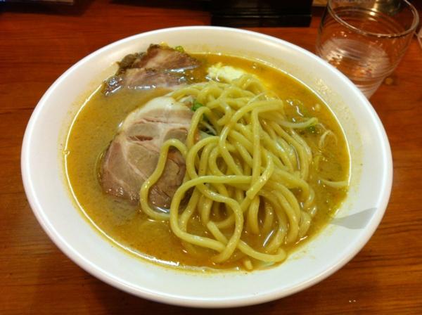 ほめられてのびる店 新川栄太郎 極太みそラーメン(ニンニクトッピング) 麺